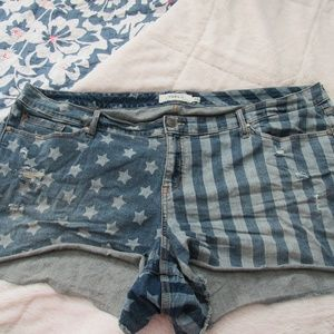 Torrid Stars and Stripes Jean Shorts Size 26